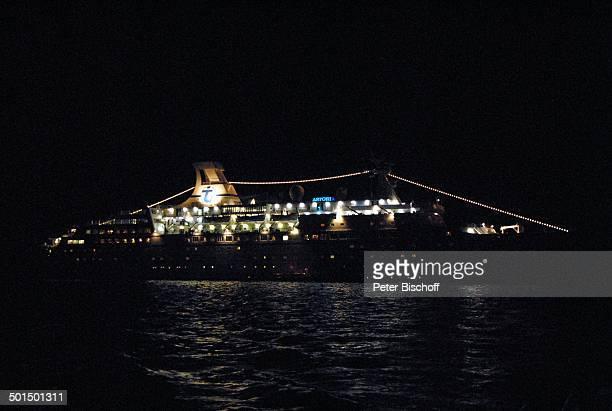 """Kreuzfahrtschiff MS """"Astoria"""" auf Reede bei Nacht, Hafen, Asien, Schiff, Wasser, Meer, Beleuchtung, Reise, BB, DIG; P.-Nr.: 603/2008, ;"""