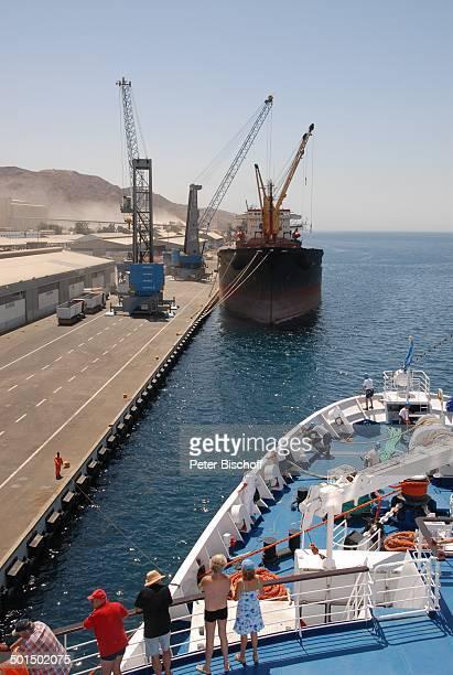 Kreuzfahrtschiff MS 'Astoria' beim Einlaufen Hafen Aqaba Jordanien Naher Osten Schiff Bug Reise BB DIG PNr 604/2008