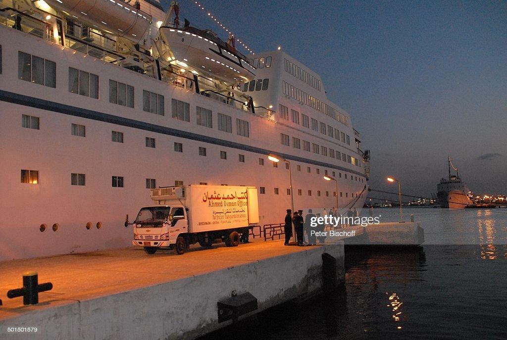 """Kreuzfahrtschiff MS """"Astoria"""", Hafen, Suez-Kanal, Ägypten, Afrika, Asien, Schiff, Wa : News Photo"""