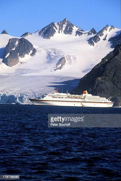 Kreuzfahrtschiff MS Europa ReiseSchiff Seitenansicht Norwegen Skandinavien Europa Fjord