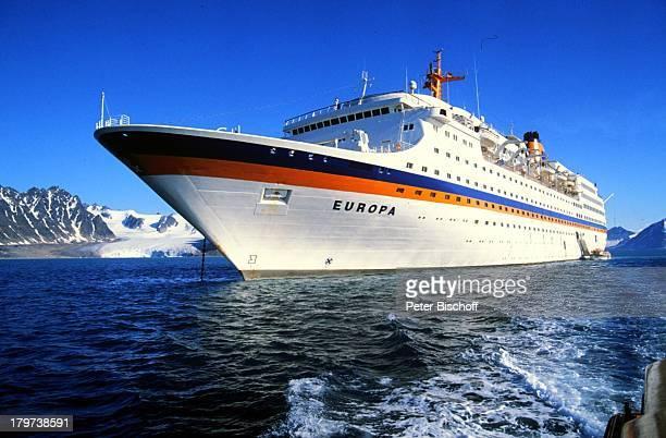 Kreuzfahrtschiff MS Europa ReiseSchiff Seitenansicht Norwegen Skandinavien Fjord