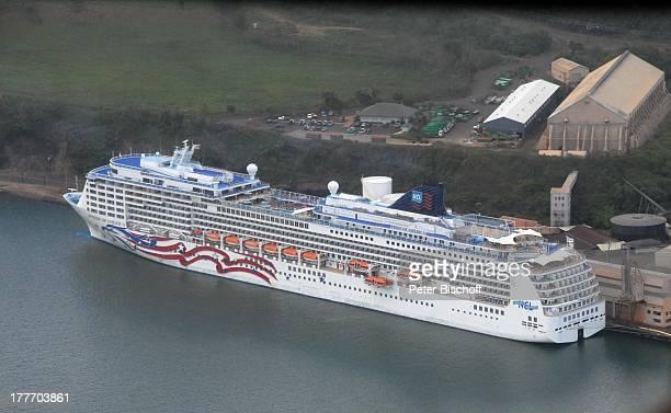"""Kreuzfahrtschiff MS """"Pride of America"""", NCL-Luxusliner, Norwegien Cruise Liner, Hafen, Hawaii, Amerika, USA, Schiff, Reise, Luftansicht,..."""