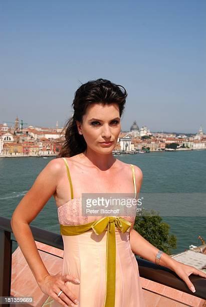 Kriemhild Jahn Musikfilm Eine Nacht in Venedig Dachterrasse Skybar Hotel Molino Stucky Hilton Venedig Italien Europa Canale Grande Kleid Sommerkleid...