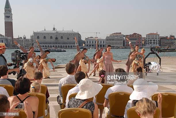 Kriemhild Jahn Tänzerinnen vom MDR Deutsches Fernsehballett Zuschauer Dreh zum Musikfilm Eine Nacht in Venedig mit K R I E M H I L D J A H N Basilica...