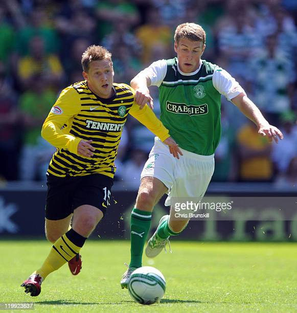 Kris Commons of Celtic battles with David Wotherspoon of Hibernian during the Clydesdale Bank Premier League match between Hibernian and Celtic at...