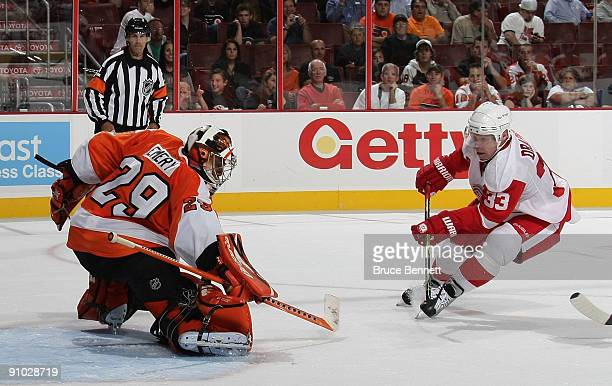 Kris Draper of the Detroit Red Wings is stopped by Ray Emery of the Philadelphia Flyers during preseason action at the Wachovia Center on September...