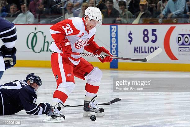 Kris Draper of the Detroit Red Wings skates against the Nashville Predators on March 19 2011 at the Bridgestone Arena in Nashville Tennessee