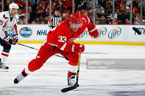 Kris Draper of the Detroit Red Wings skates during the game against the Washington Capitals on October 10, 2009 at Joe Louis Arena in Detroit,...