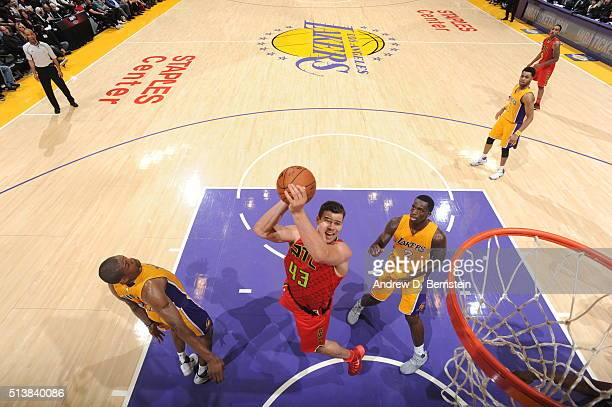 Kris Humphries of the Atlanta Hawks shoots the ball against the Los Angeles Lakers on March 4 2016 at STAPLES Center in Los Angeles California NOTE...