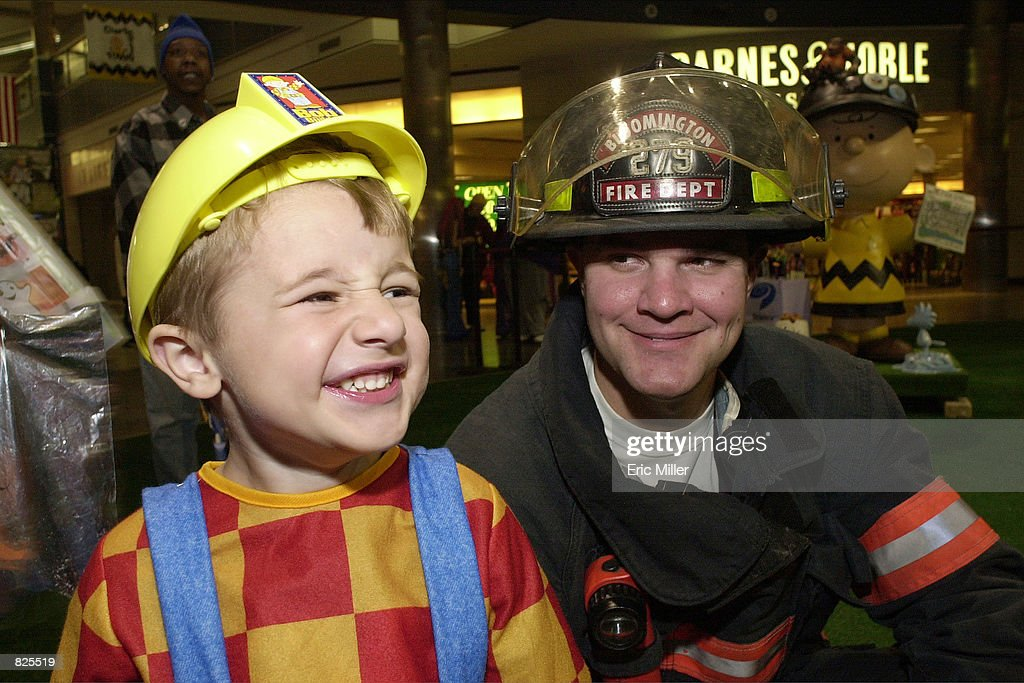 Mall of America Holds Halloween Party For Children : News Photo