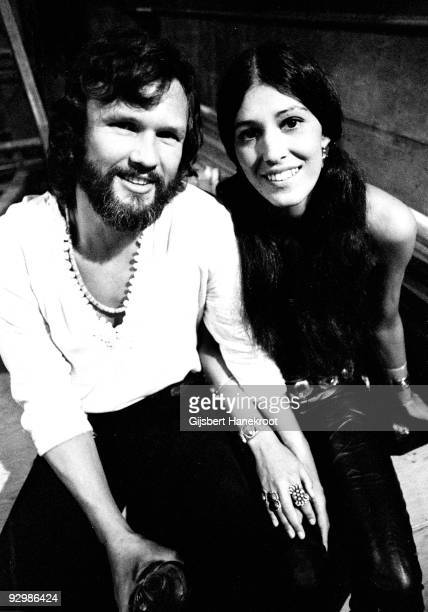 Kris Kristofferson and Rita Coolidge posed together in Vancouver Canada in 1971