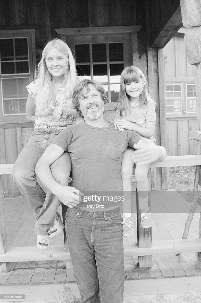 Kris kristofferson with daughters on porch pictures getty images kris kristofferson stands with his daughters tracy l and casey along the altavistaventures Gallery