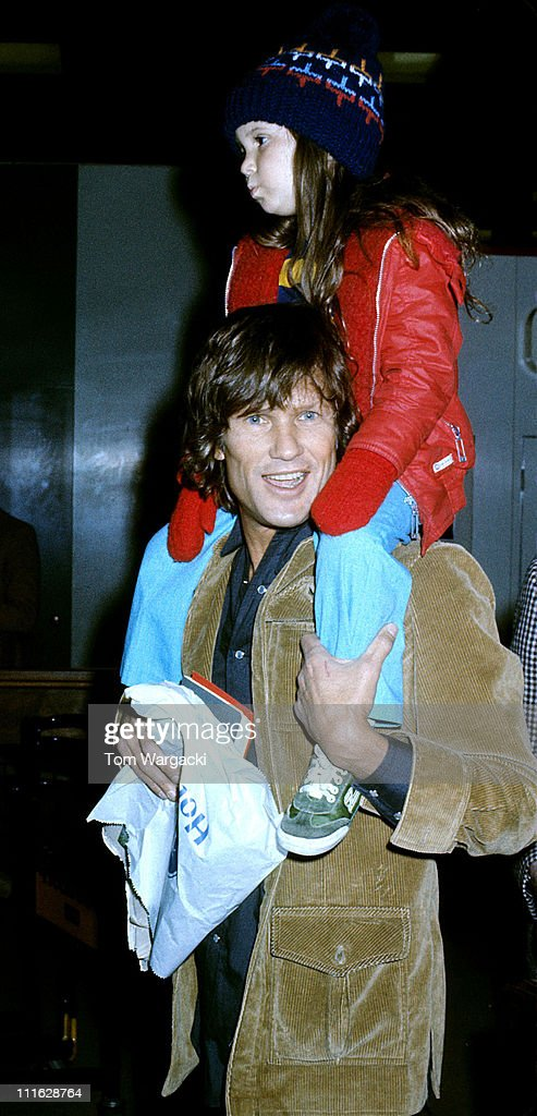Kris kristofferson at heathrow airport november 25th 1977 photos kris kristofferson with daughter casey at heathrow airport altavistaventures Images