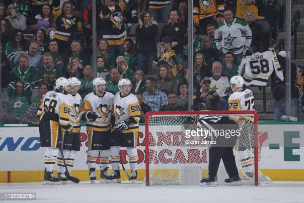 Kris Letang Sidney Crosby Phil Kessel Jake Guentzel and Patrik Hornqvist of the Pittsburgh Penguins celebrate a goal against the Dallas Stars at the...