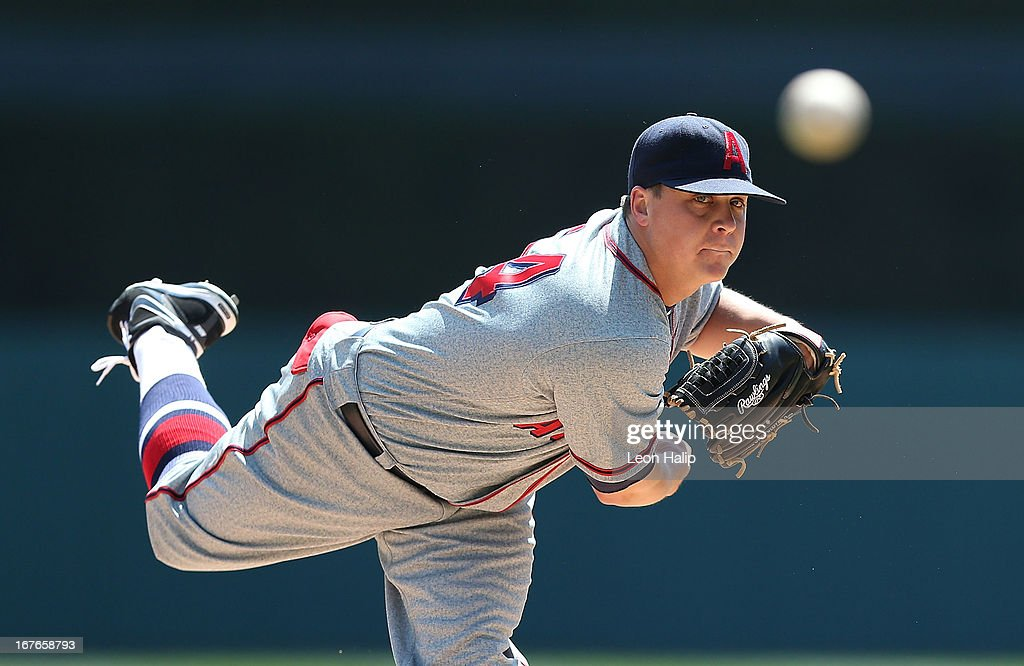 Kris Medlen #54 of the Atlanta Braves warms up prior to the start of the sescond inning of the game against the Detroit Tigers at Comerica Park on April 27, 2013 in Detroit, Michigan.