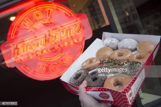 Krispy Kreme doughnuts are seen outside their store in Washington, DC, December 1, 2016. / AFP / SAUL LOEB