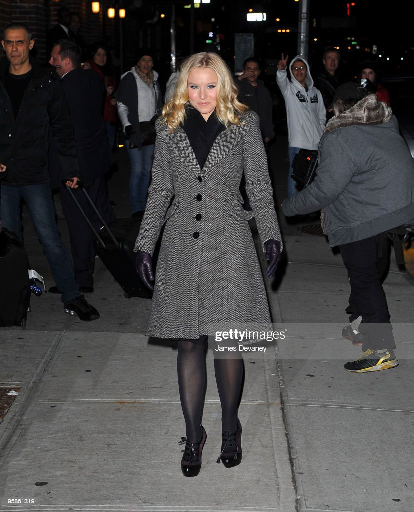 Kristen Bell visits 'Late Show With David Letterman' at the Ed Sullivan Theater on January 18, 2010 in New York City.