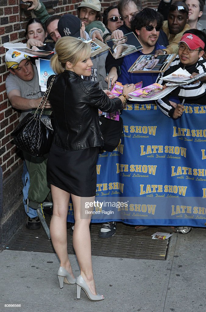 """Kristen Bell and Kelsey Grammer Visit """"Late Show with David Letterman"""" : News Photo"""