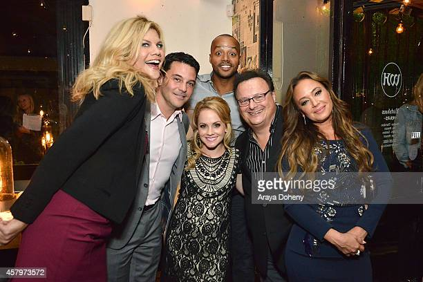 Kristen Johnston David Alan Basche Kelly Stables Donald Faison Wayne Knight and Leah Remini attend The Exes Season 4 which premieres November 5 at...