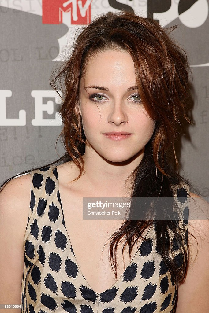 Kristen Stewart arrives to a sneak preview of Twilight at the filming of MTV's 'Spoiler' in Beverly Hills, CA on Friday Nov. 7, 2008.