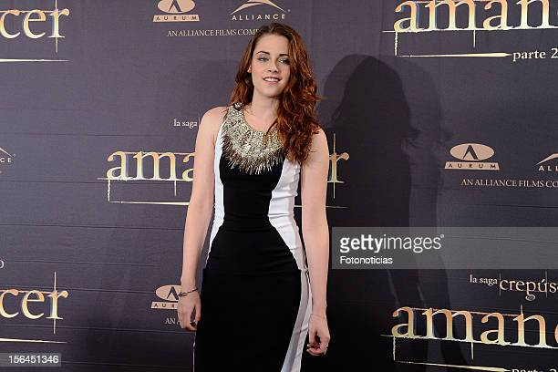 Kristen Stewart attends a photocall for 'The Twilight Saga: Breaking Dawn Part 2' at the Villamagna Hotel on November 15, 2012 in Madrid, Spain.