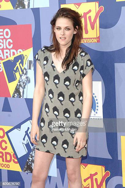 Kristen Stewart attends The 2008 MTV Video Music Awards Arrivals at Hollywood on September 7 2008