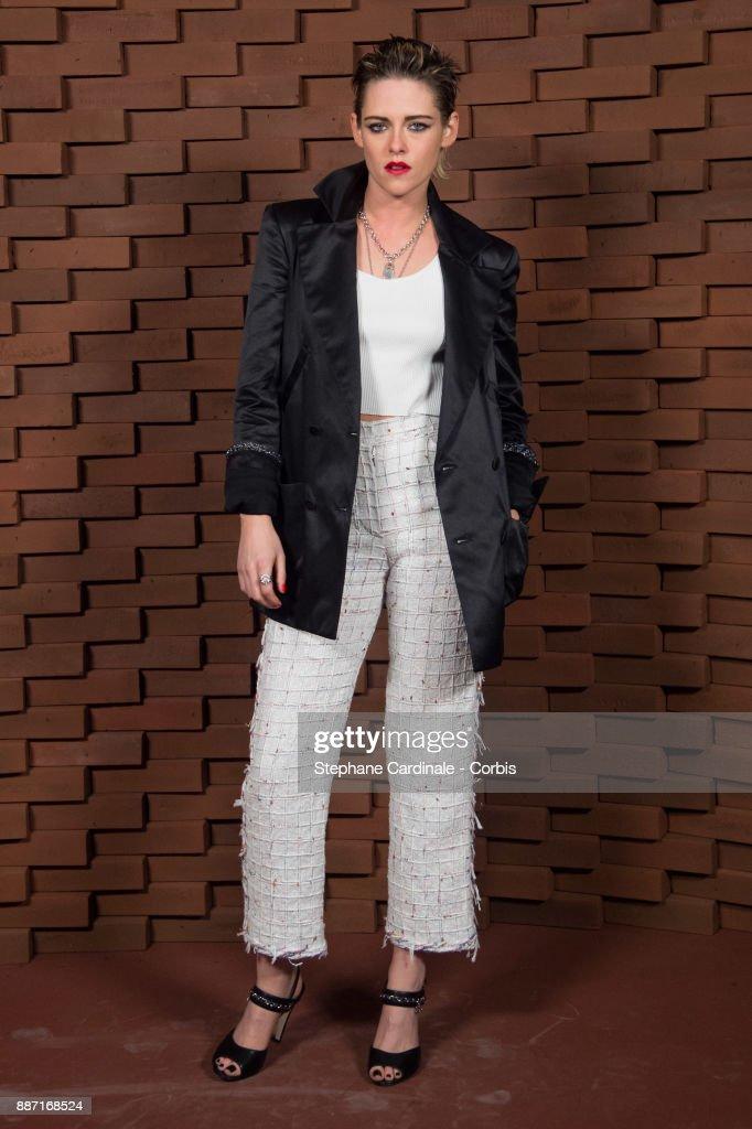 Kristen Stewart attends the Chanel - Collection Metiers d'Art Paris Hamburg 2017/18 on December 6, 2017 in Hamburg, Germany.
