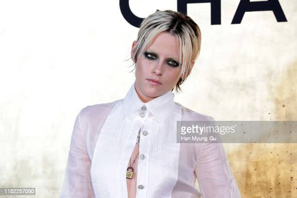 Kristen Stewart attends the CHANEL ParisNew York 2018'19 Metiers d'Art show on May 28 2019 in Seoul South Korea