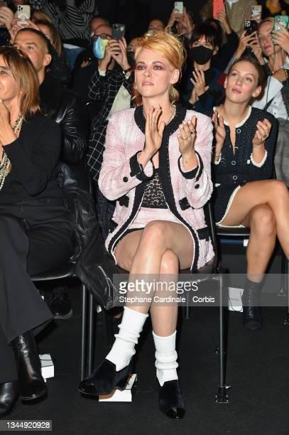 Kristen Stewart attends the Chanel Womenswear Spring/Summer 2022 show as part of Paris Fashion Week on October 05, 2021 in Paris, France.