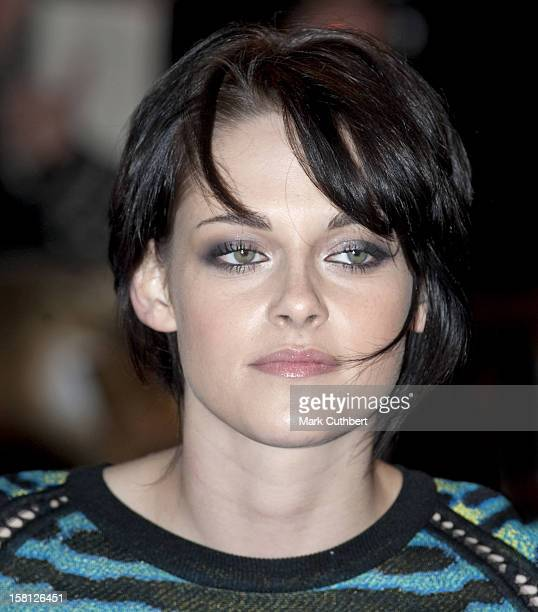 Kristen Stewart Attends The Uk Fan Event For The Twilight Saga New Moon At The Battersea Evolution London