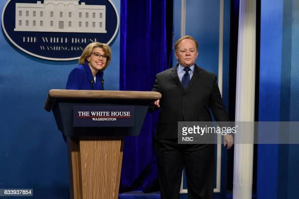 LIVE 'Kristen Stewart' Episode 1717 Pictured Kate McKinnon as Betsy DeVos and Melissa McCarthy as Press Secretary Sean Spicer during the 'Sean Spicer...