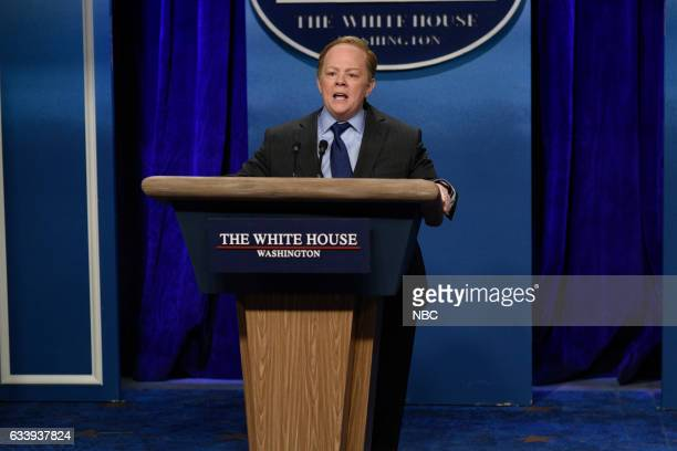 LIVE 'Kristen Stewart' Episode 1717 Pictured Melissa McCarthy as Press Secretary Sean Spicer during the 'Sean Spicer Press Conference' sketch on...