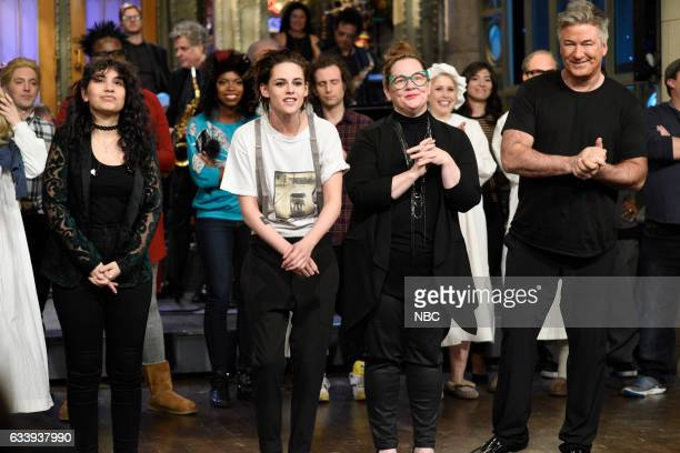 LIVE 'Kristen Stewart' Episode 1717 Pictured Musical guest Alessia Cara host Kristen Stewart guest Melissa McCarthy and Alec Baldwin during...