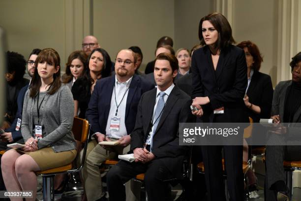 LIVE Kristen Stewart Episode 1717 Pictured Vanessa Bayer Cecily Strong Bobby Moynihan Mikey Day and host Kristen Stewart as reporters during the Sean...