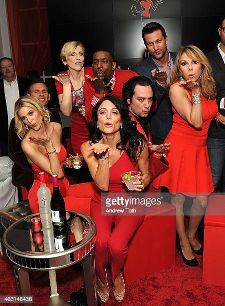 Kristen Taekman Lisa Lampanelli Chuck Nice Bethenny Frankel Constantine Maroulis Chris Bukowski and Ramona Singer attend the Skinnygirl Cocktails...