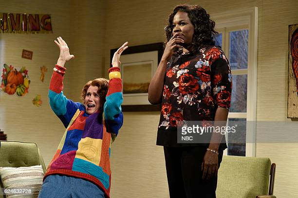 LIVE 'Kristen Wiig' Episode 1711 Pictured Kristen Wiig as Sue and Leslie Jones during the 'Surprise Lady Thanksgiving' sketch on November 19 2016