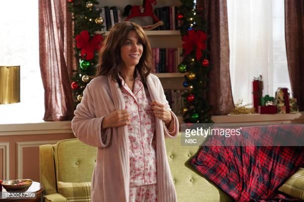 "Kristen Wiig"" Episode 1794 -- Pictured: Host Kristen Wiig during the ""Family Presents"" sketch on Saturday, December 19, 2020 --"