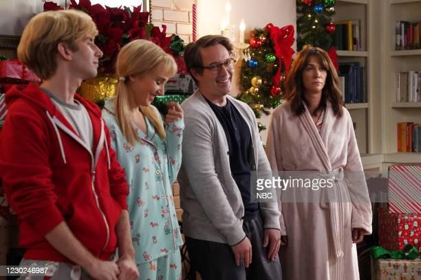 "Kristen Wiig"" Episode 1794 -- Pictured: Kyle Mooney, Chloe Fineman, Beck Bennett, and host Kristen Wiig during the ""Family Presents"" sketch on..."