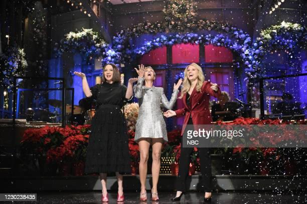 "Kristen Wiig"" Episode 1794 -- Pictured: Maya Rudolph, host Kristen Wiig, and Kate McKinnon during the Monologue on Saturday, December 19, 2020 --"