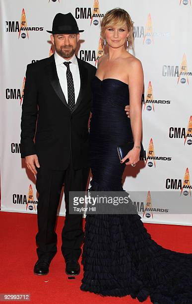 Kristian Bush and Jennifer Nettles of Sugarland attend the 43rd Annual CMA Awards at the Sommet Center on November 11, 2009 in Nashville, Tennessee.