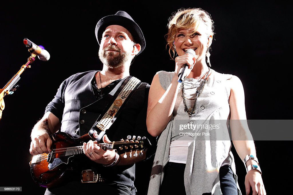 Kristian Bush and Jennifer Nettles of Sugarland perform onstage during day 1 of Stagecoach: California's Country Music Festival 2010 held at The Empire Polo Club on April 24, 2010 in Indio, California.
