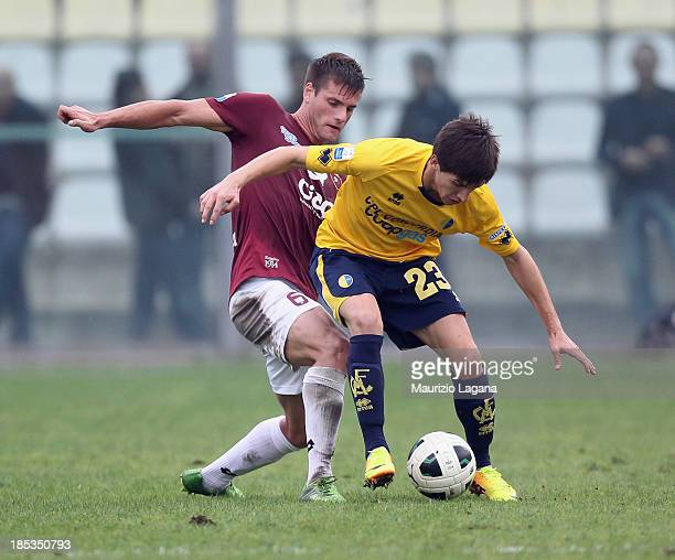 Kristian Ipsa of Reggina competes for the ball with Niccolo' Belloni of Modena during the Serie B match between Modena FC and Reggina Calcio at...