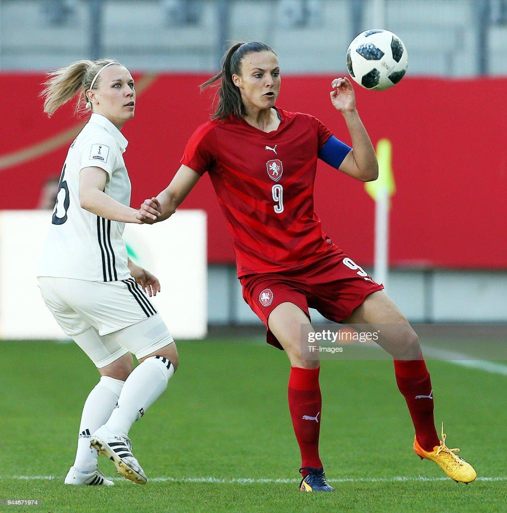 Germany Women's v Czech Republic Women's - 2019 FIFA Women's World Championship Qualifier : News Photo