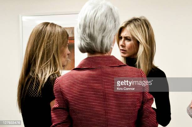 Kristin Hahn Kathleen Sebelius and Jennifer Aniston speak during a roundtable discussion during a visit to the Breast Care Center at the Inova...