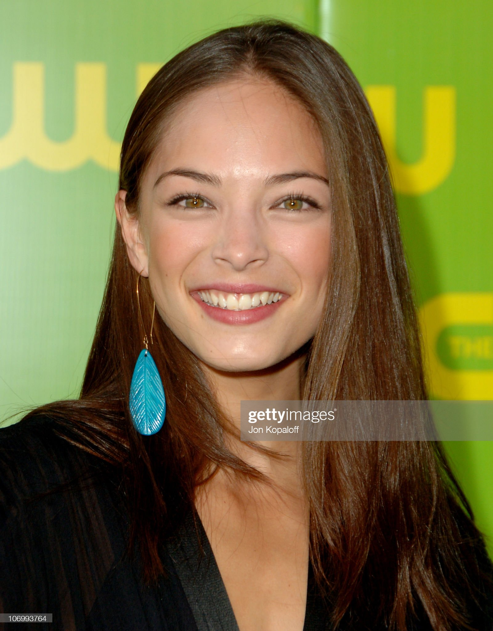 COLOR DE OJOS (clasificación y debate de personas famosas) Kristin-kreuk-during-the-cw-launch-party-arrivals-at-wb-main-lot-in-picture-id106993764?s=2048x2048