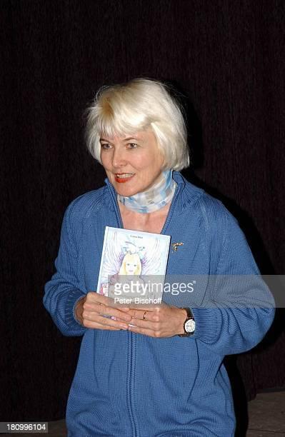 """Kristina Böhm , mit dem ersten Band ihres Buches """"Engeslgeschichten für große und kleine Kinder"""", Lesung aus dem Kinderbuch von Kristina Böhm, , für..."""