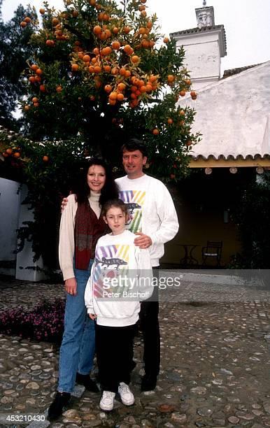 """Kristina Nel, Ehemann Helmut Förnbacher, Tochter Sandra, am Rande vom ZDF-Film """"Ein unvergeßliches Wochenende ... In Sevilla"""" am in Sanlucar la Mayor..."""