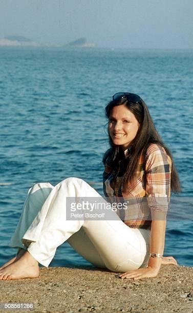 60 Hochwertige Kristina Nel Bilder und Fotos - Getty Images