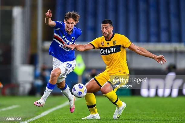 Kristoffer Askildsen of Sampdoria and Graziano Pellè of Parma vie for the ball during the Serie A match between UC Sampdoria and Parma Calcio at...