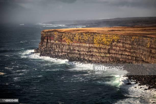 krisuvikurberg cliffs, reykjanes peninsula, iceland - paesaggio marino foto e immagini stock